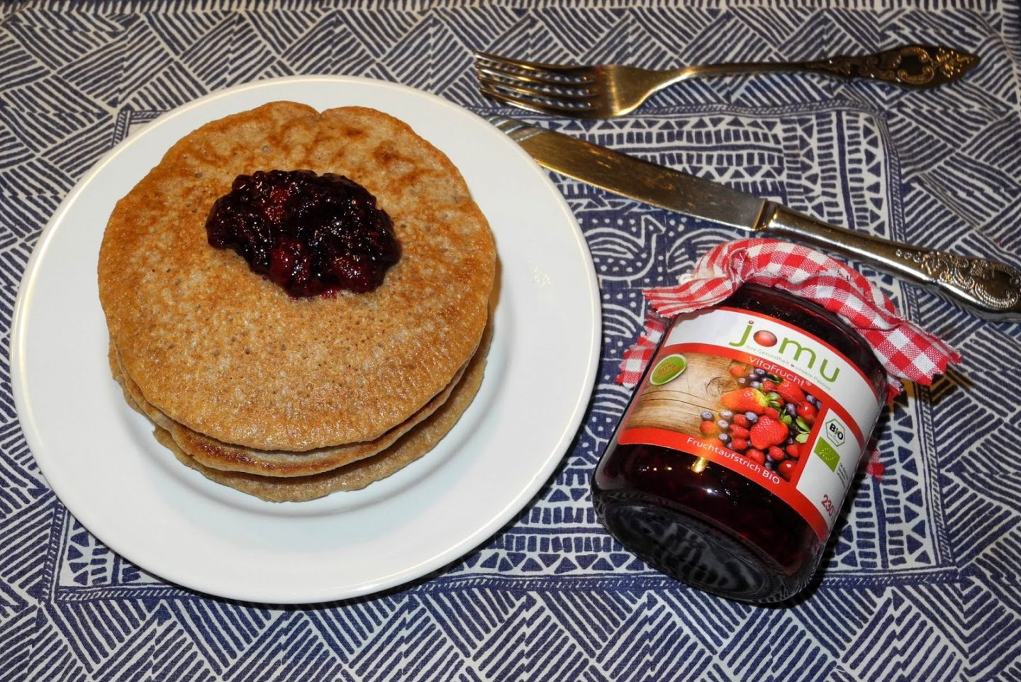 (Vegan) pancakes and jam