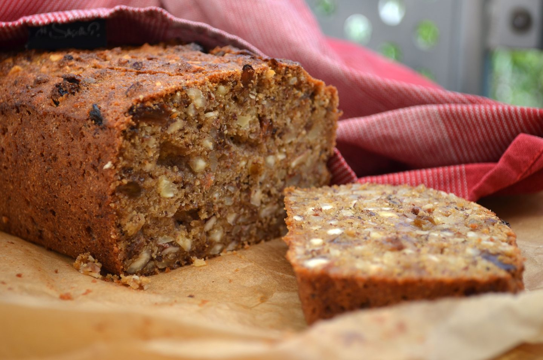 Semolina Cake with Raisins and Nuts (vegan)
