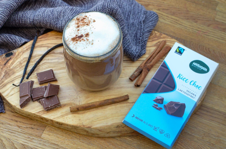 Würzige Trinkschokolade – vegan und klimaneutral mit Naturata